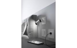 На фото: GIRA Plug & Light, сценарный выключатель и USB-розетка в коллекции Е2
